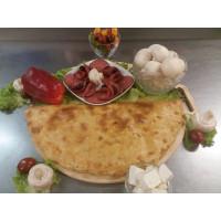 Закрытая пицца с колбасой салями